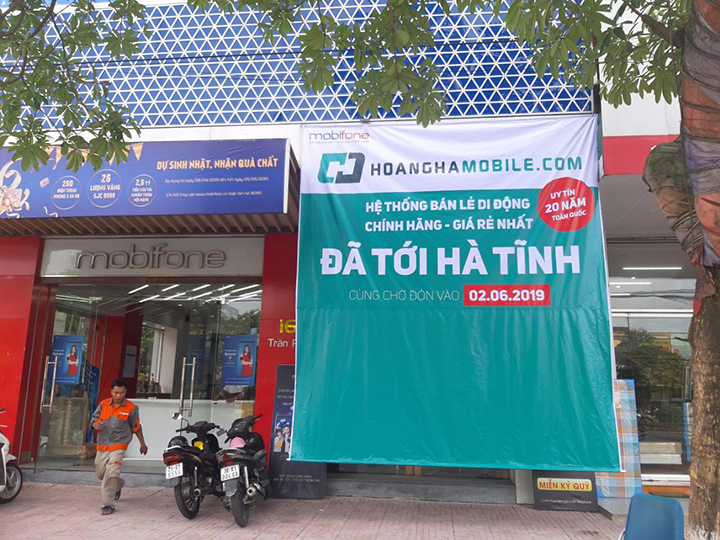 Hoang Ha Mobile shook Mobifone launched 3 stores in the Central region - VnReview