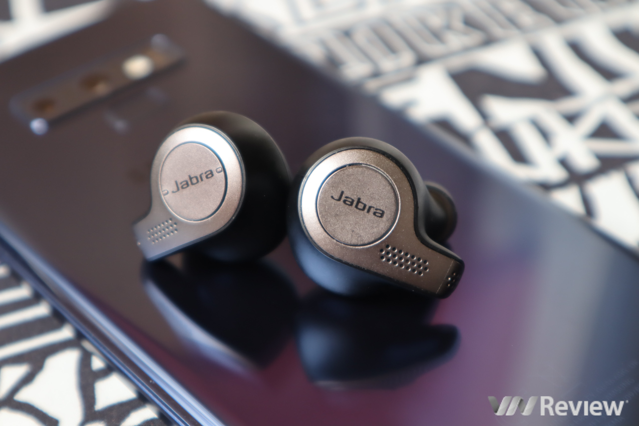 Jabra Elite 65t wireless headphones with true wireless headset: sporty ears fit very well, balanced sound quality - VnReview