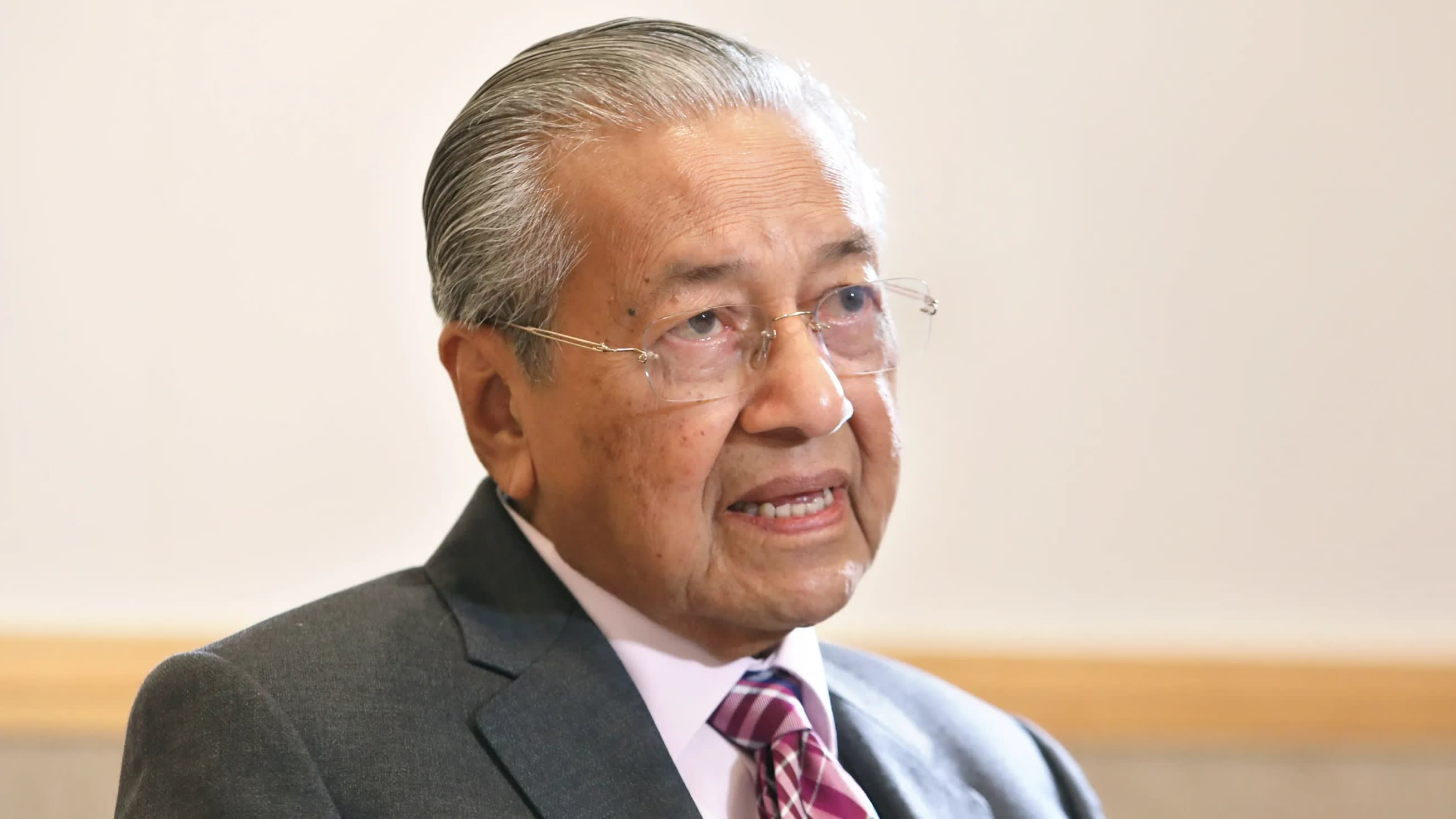 "Malaysian Prime Minister affirmed ""will use Huawei technology as much as possible"" - VnReview"