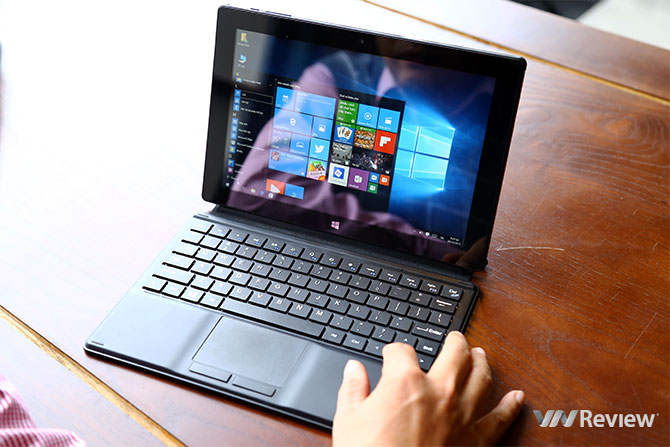 On tablet hands Masstel Tab W101: cheap, running Windows 10 - VnReview