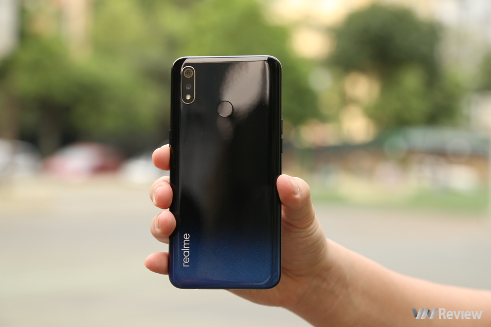 Realme 3 rating: roundly selected at the price range of VND 4 million - VnReview