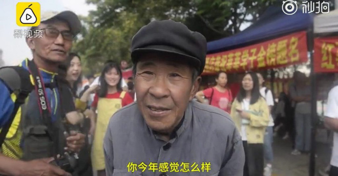 After 19 failures, 72-year-old grandfather gave up his dream of University - Photo 1.