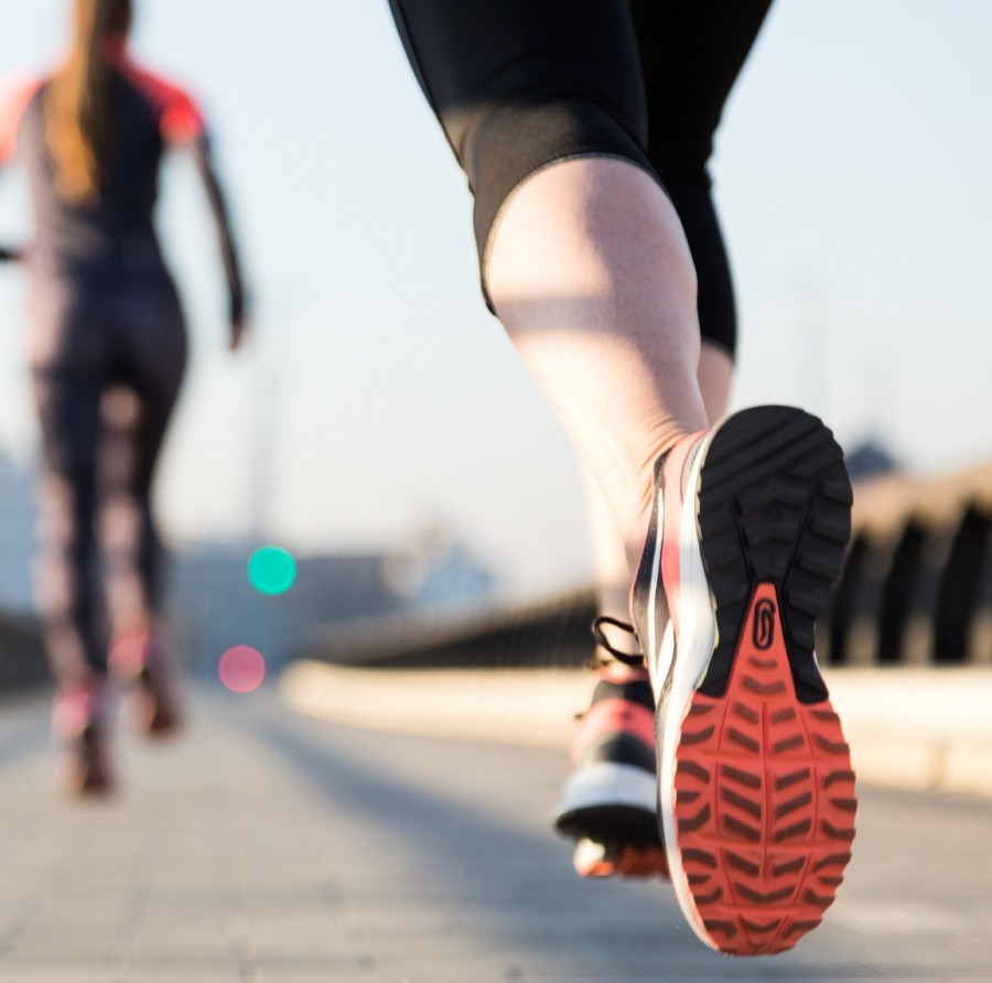 Paradox of running shoes: Good technology still increases the risk of injury - Photo 1.
