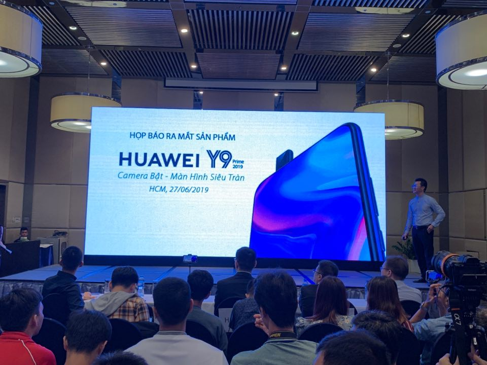 Sforum - Latest technology information page Huawei-Y9-Prime-2019-ra-mat-6 Huawei launches Y9 Prime 2019 in VN: Kirin 710F, selfie camera sniffing, 3 rear cameras, cost 6.49 million VND