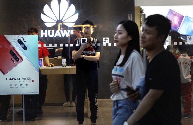 In the first 5 months of the year, Huawei sold 100 million smartphones but half-year sales could be tragic - Photo 1.