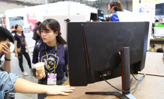 MSI is proud to show off the bulletproof screen at the show amidst a series of exciting new products - Photo 1.