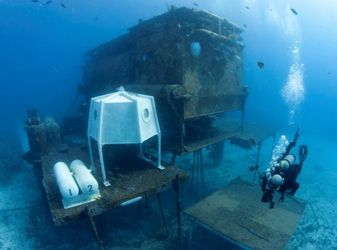 NASA trains astronauts to join the Moon mission in the 19-meter underwater laboratory - Photo 1.