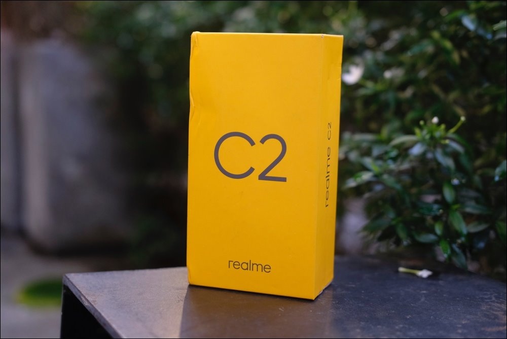 Open Realme C2 box, dual camera, water drop screen, priced from 2.79 million VND