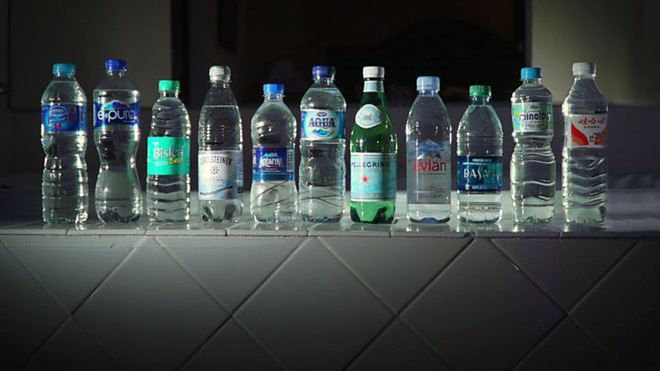 Plastic micro-particles are everywhere, in drinking water, air, even your body - Photo 1.