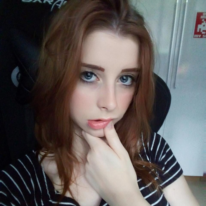 Razer cut the streamer female contract telling men to be trash on Twitter - Photo 1.