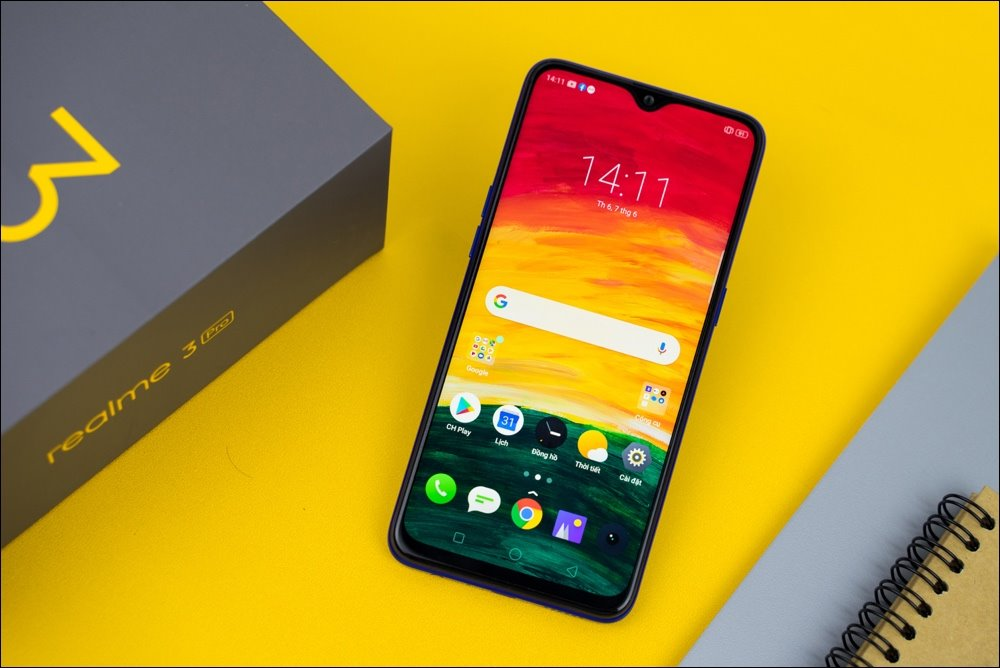 Realme 3 Pro on the shelf, water drop screen, camera AI, selling price from 6.49 million VND