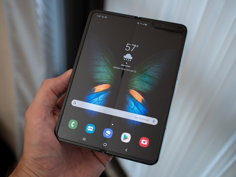 Sforum - Latest technology information page galaxy-fold-black-home-screen-op Samsung can launch a fold-out smartphone like Huawei Mate X this year