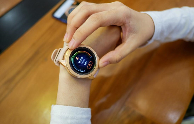 Samsung cleared the inventory, Galaxy Watch discounted nearly VND 3.5 million - VnReview