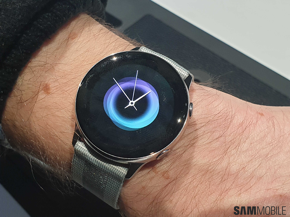 Sforum - Latest technology information page Galaxy-Watch-Active-Hands-on-2-1 Samsung is developing the new generation Galaxy Watch Active?