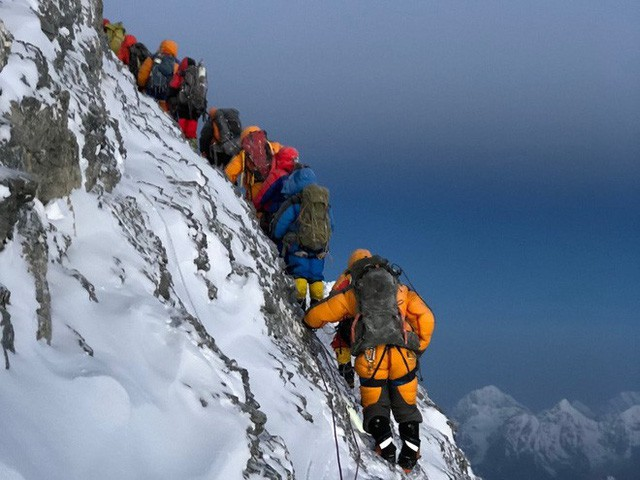 10 facts many people do not know about the journey to conquer Everest: Super expensive, unprepared, only die - Photo 1.