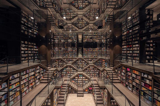 The illusionary layout of the Chinese bookstore makes visitors confused as if lost in the labyrinth - Photo 1.
