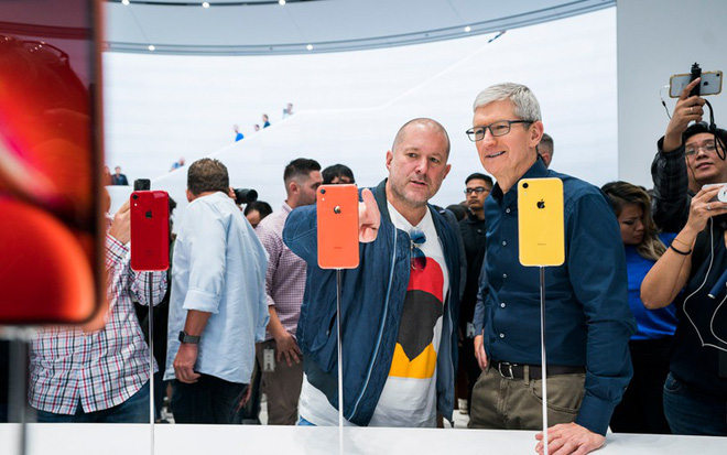 Jony Ive will leave the company after 30 years of dedication - Photo 1.