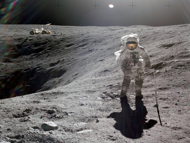 Terrifying experience: Apollo astronaut almost lost his life when trying to jump high on the Moon - Photo 1.