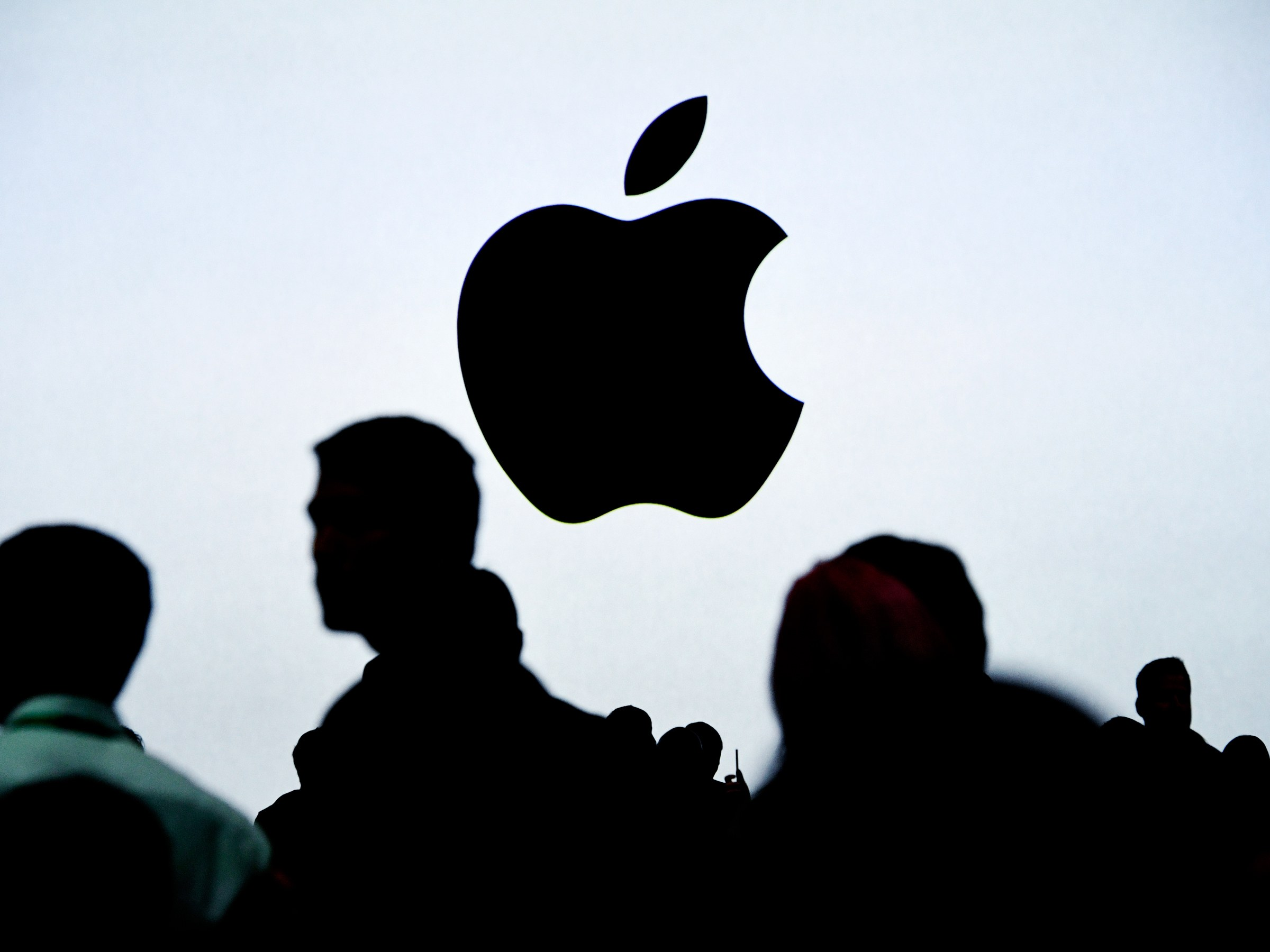 """Apple: China increasingly """"demanded"""" iPhone users' access more - VnReview"""
