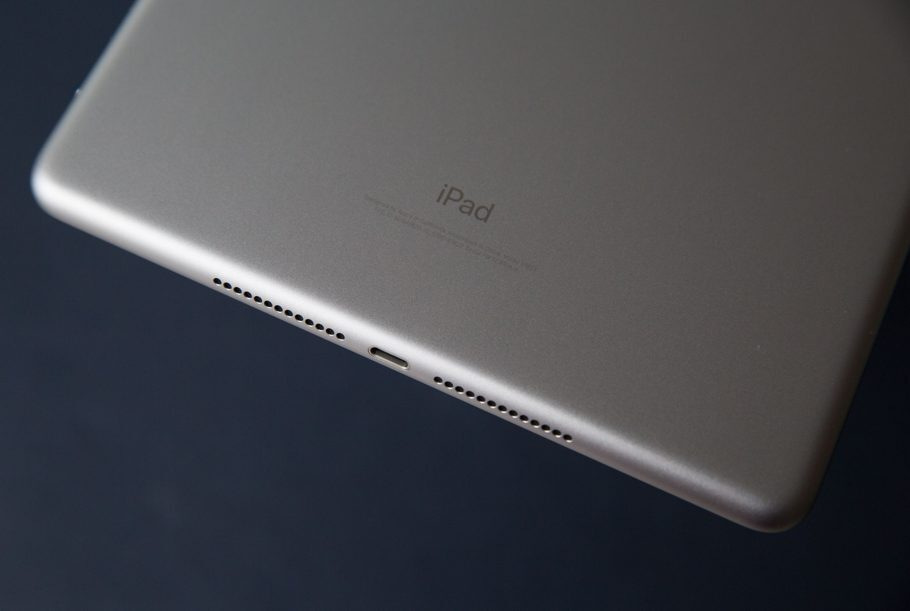 Apple is secretly developing a model iPad folding screen? - VnReview