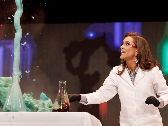 By chemical experiment in talent competition, 24-year-old pharmacist won the crown crown - Photo 1.