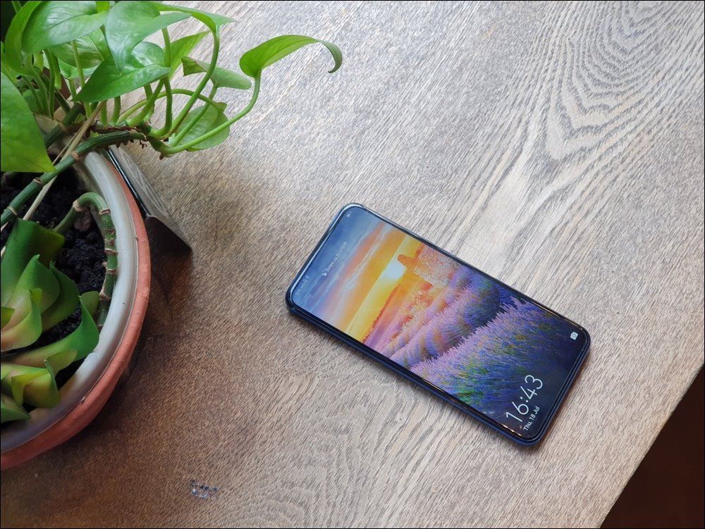 Experience the overflow screen on Huawei Y9 Prime: Reading books, watching movies is very comfortable