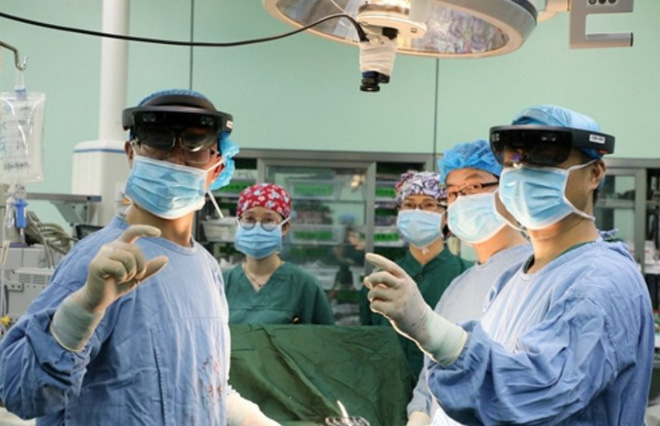 For the first time a remote cancer surgery surgery with 5G network in China - Photo 1.