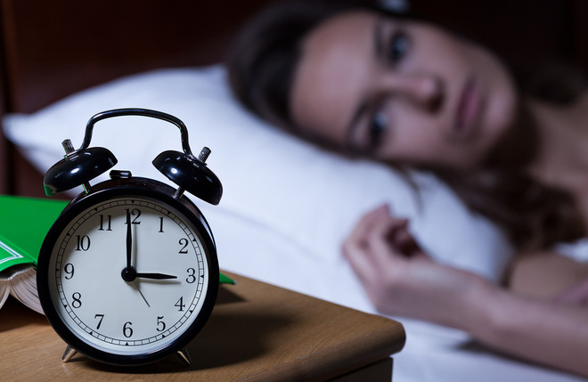 Here are 3 steps to ease your mind and go to sleep easily - Photo 1.