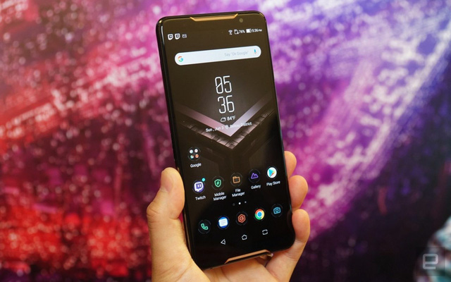 ASUS ROG Phone 2's first real image: The look is different, but the gut is even bigger, promising to be the gaming king - Photo 1.