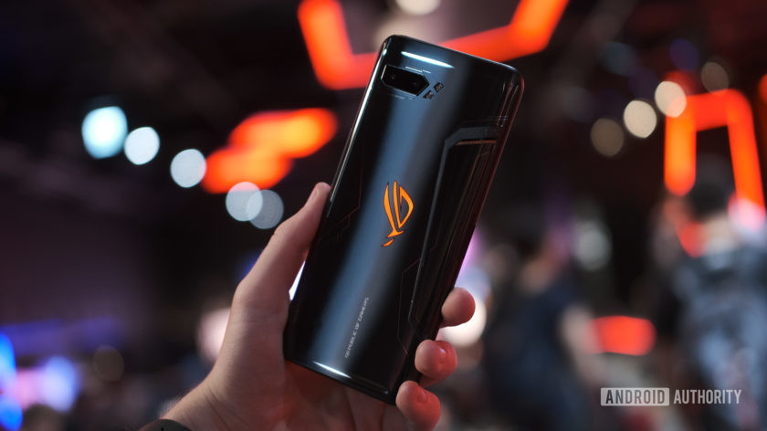 Sforum - Latest technology information page on-hand-ASUS-ROG-Phone-2-1 In the hands of ASUS ROG Phone 2: Authentic smartphone gaming with leading technology!