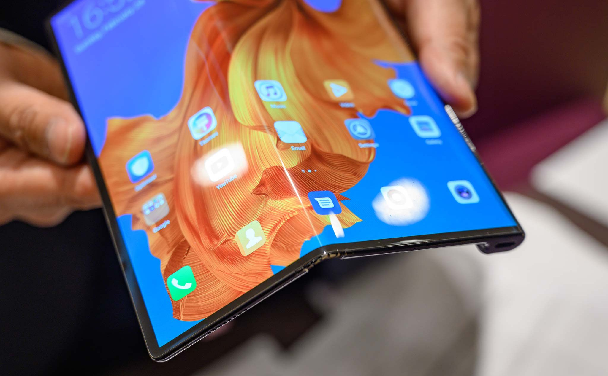 Phone folding Huawei Mate X is in the final inspection phase