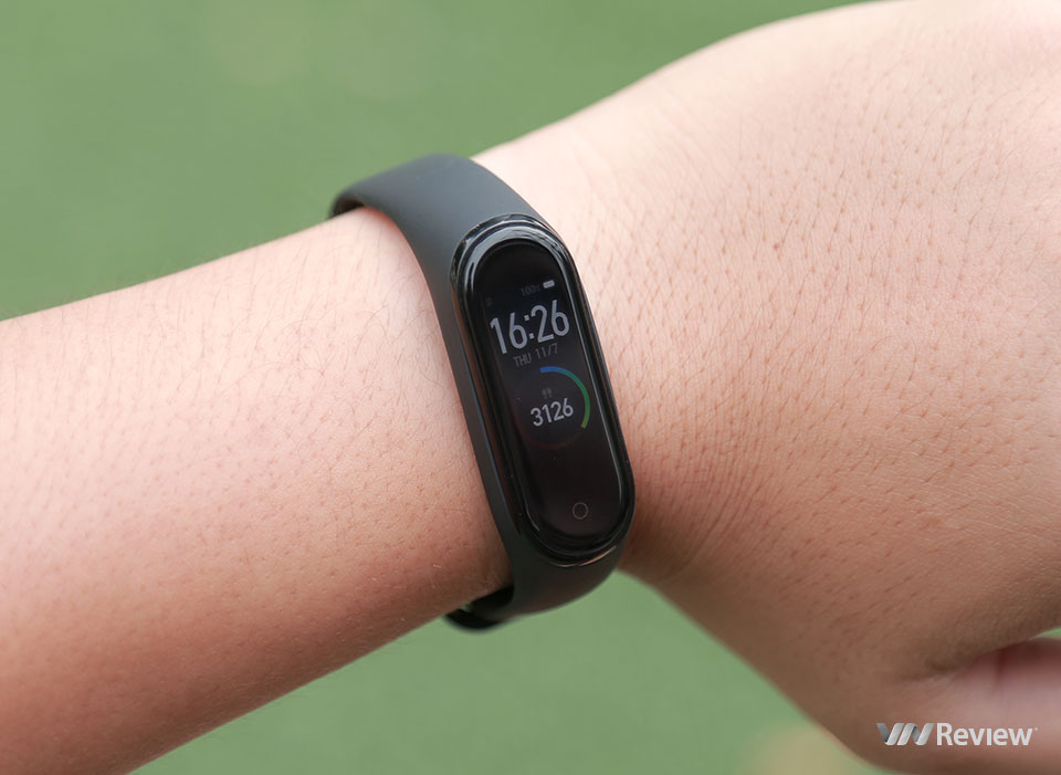 Review Xiaomi Mi Band 4: worth upgrading - VnReview