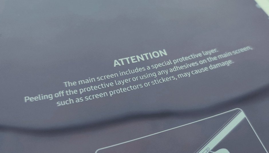 The warning that came with Samsung Galaxy Fold review units sent to influencers