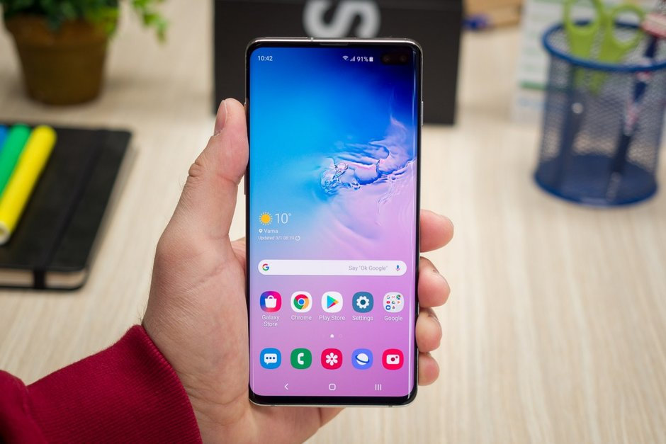 A software update seems to have bricked quite a few Verizon branded Samsung Galaxy S10 and Galaxy S10 phones