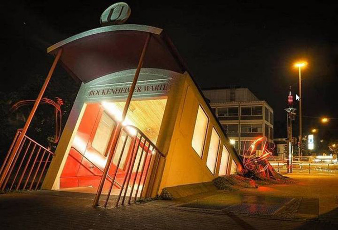 See the work of a unique subway station entrance in Germany, looking outside as if an electric train plunged into the ground - Photo 1.