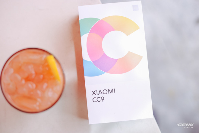 Xiaomi Mi CC9 hand: Multi-function selfie camera, Snapdragon 710, price is only 6.1 million VND - Photo 1.