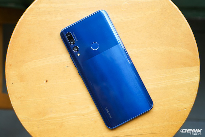 Review Huawei Y9 Prime 2019: Beautifully overflowed screen, modern pop-up camera, but the interface needs to be fixed right away - Photo 1.