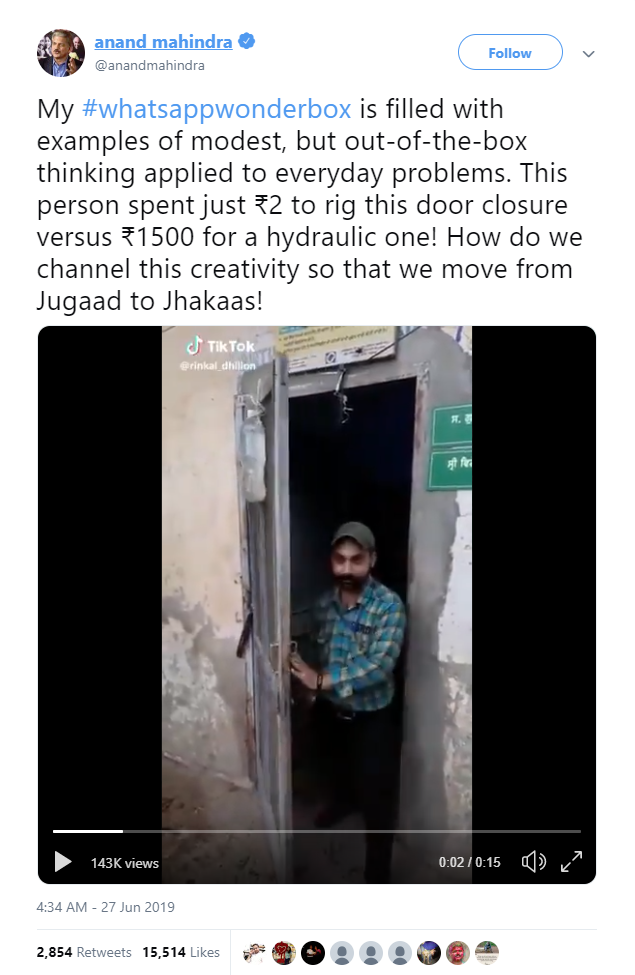 With strings and water bottles, Indian youth create the world's simplest automatic closed hydraulic door - Photo 2.
