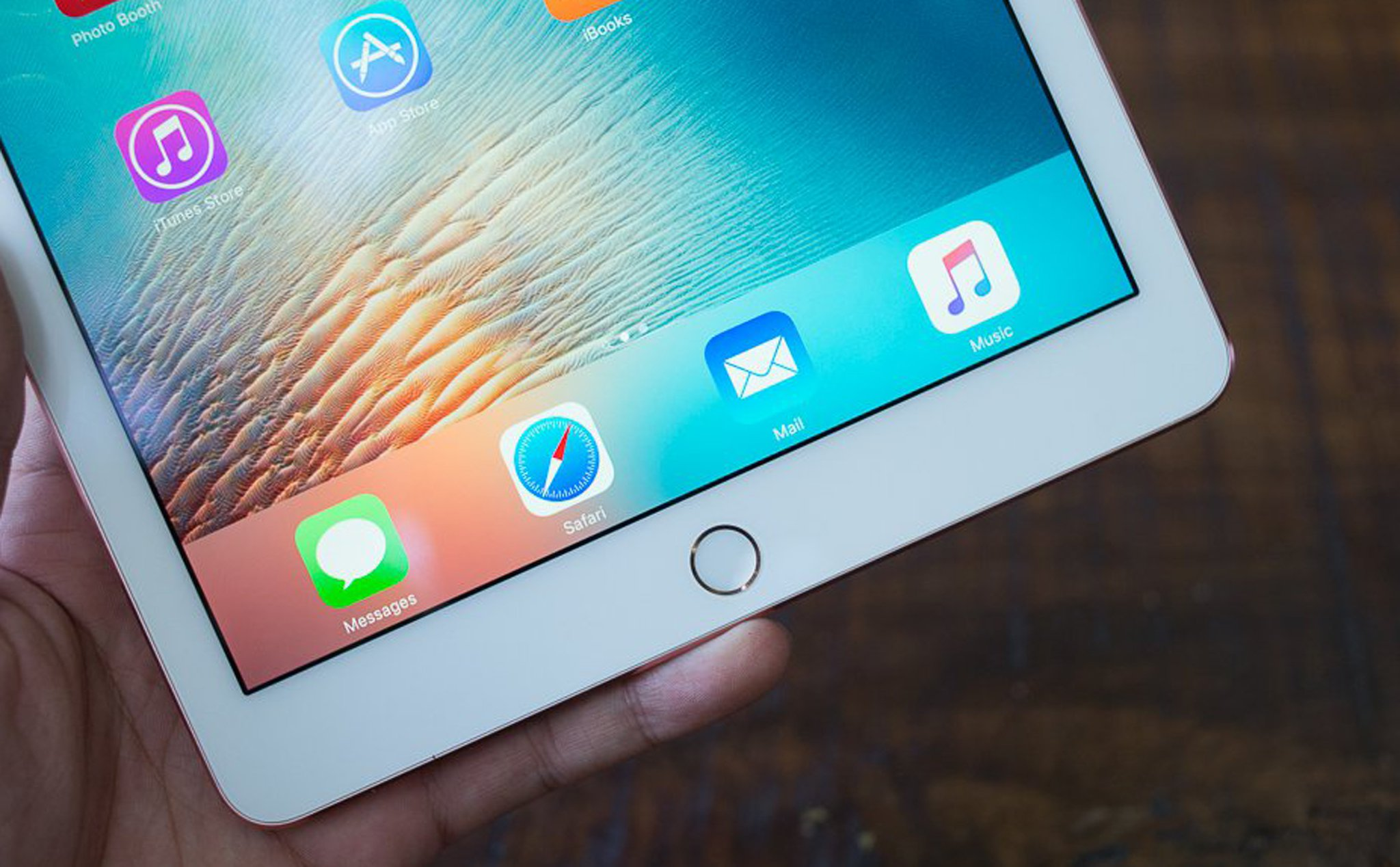"Apple will declare 9.7 ""on iPad, replacing it with 10.2"" version?"