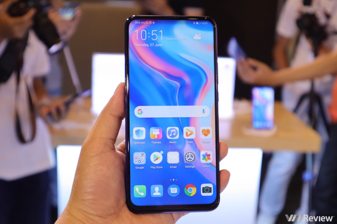 In the middle of the storm, Huawei still launched 2019 Y9 Prime in Vietnam running Android, using Google, Facebook, normal Messenger, retractable camera, price 6.5 million VND