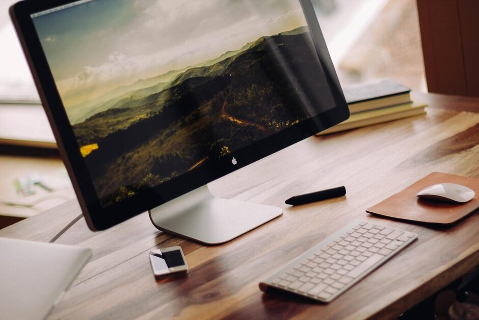 A common workstation setup - Samsung and Microsoft team up to compete with Apple