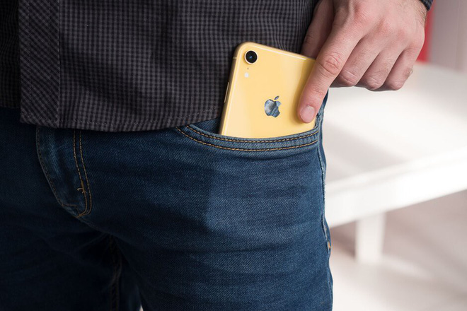 Should iPhones and Samsung Galaxy models emit radiation higher than allowed, should the phone be in a pocket? - Picture 1.
