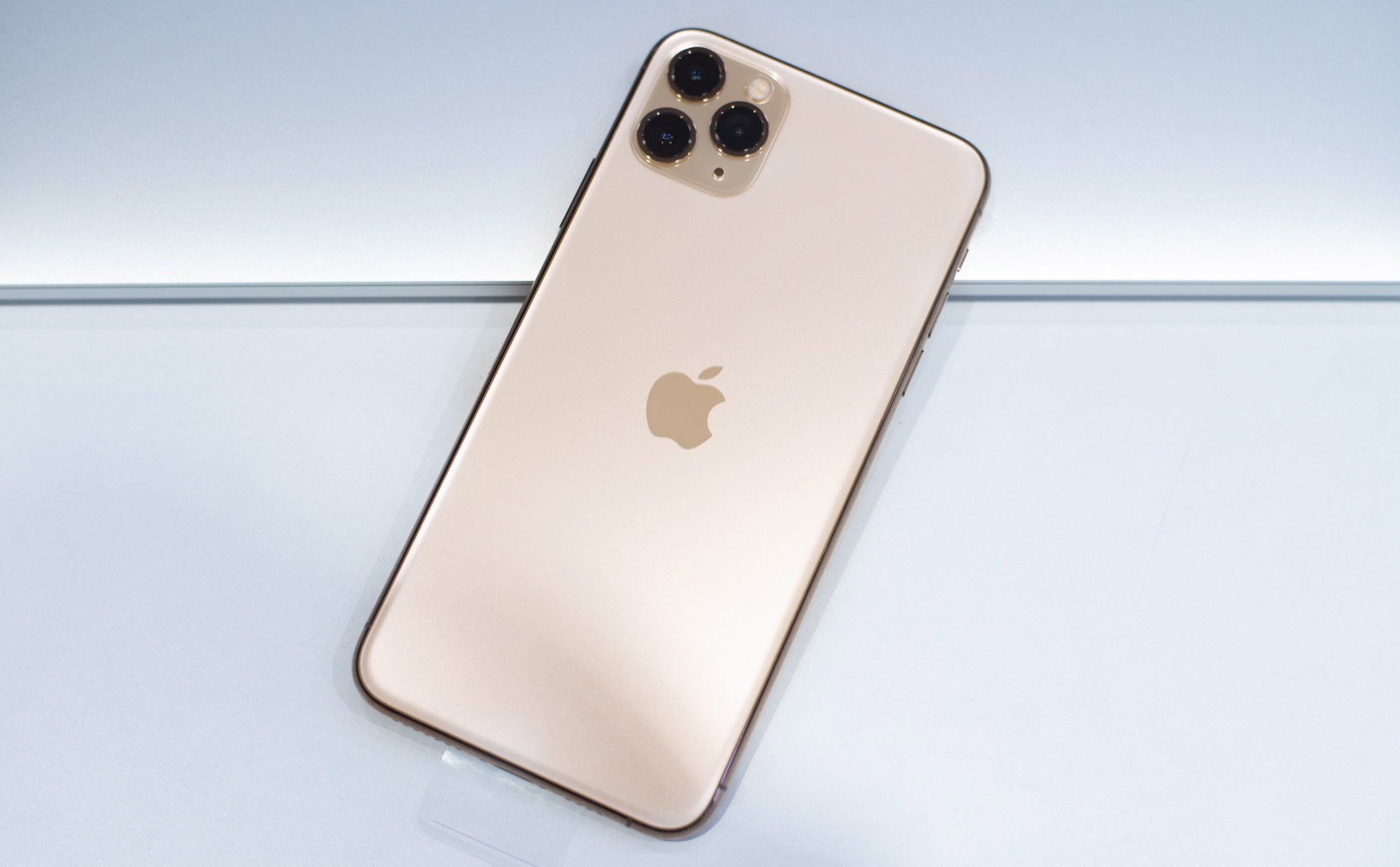 Apple copyrighted the Apple logo to glow on the iPhone, which can replace the notification light
