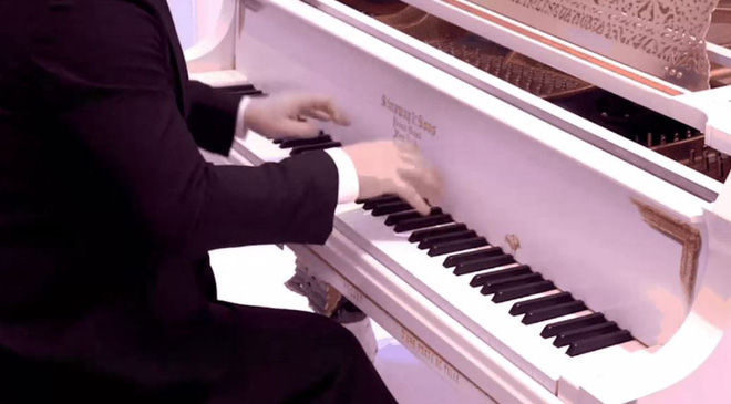 Compare the piano sound for only 11 million and 60 billion for a difference? - Picture 1.