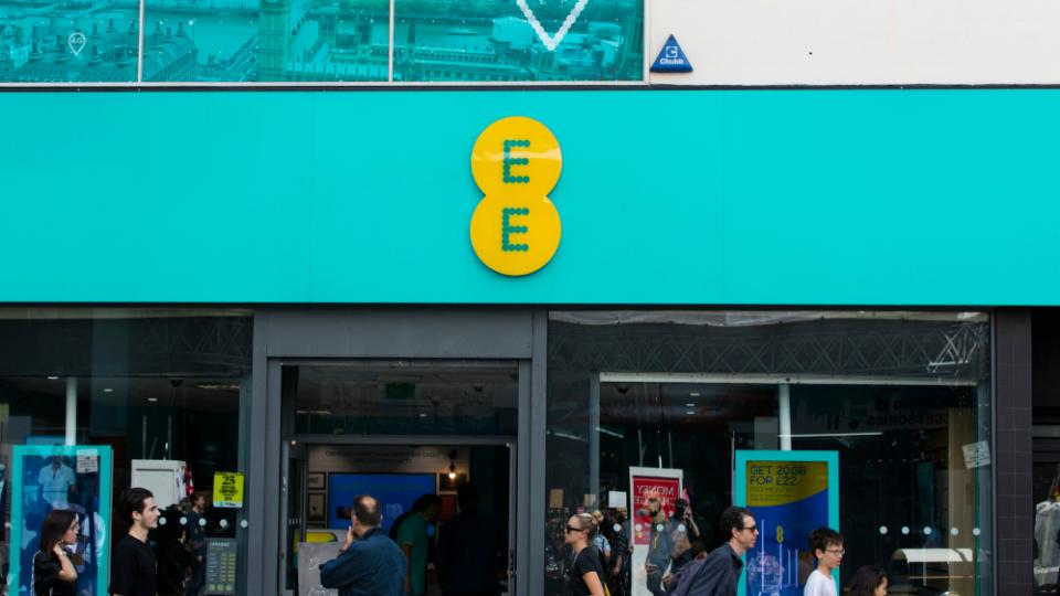 EE review: The fastest speeds and the best coverage of any UK network