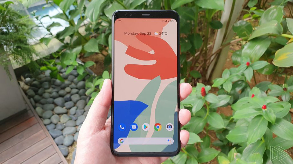 """Sforum - Latest technology information page anh-thuc-te-Pixel-4-XL-1 Google Pixel 4 XL continues to appear in real life with a """"thin forehead thick chin"""" screen, 3 rear cameras like iPhone 11"""