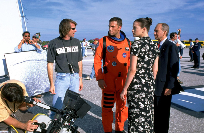 Michael Bay's blockbuster film, Armageddon, has an unbelievable flaw that the lead actor also has to wonder - Picture 1.