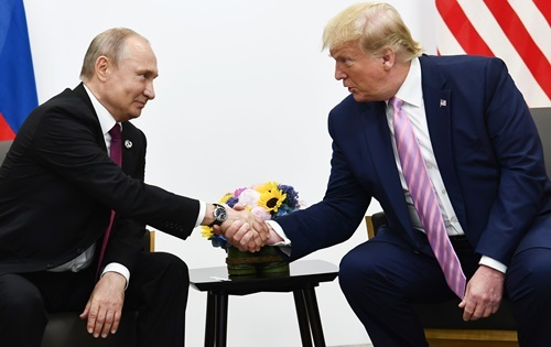 Russian President Vladimir Putin (left) and US President Donald Trump at the G20 summit in Osaka, Japan, on June 28. Photo: Reuters.