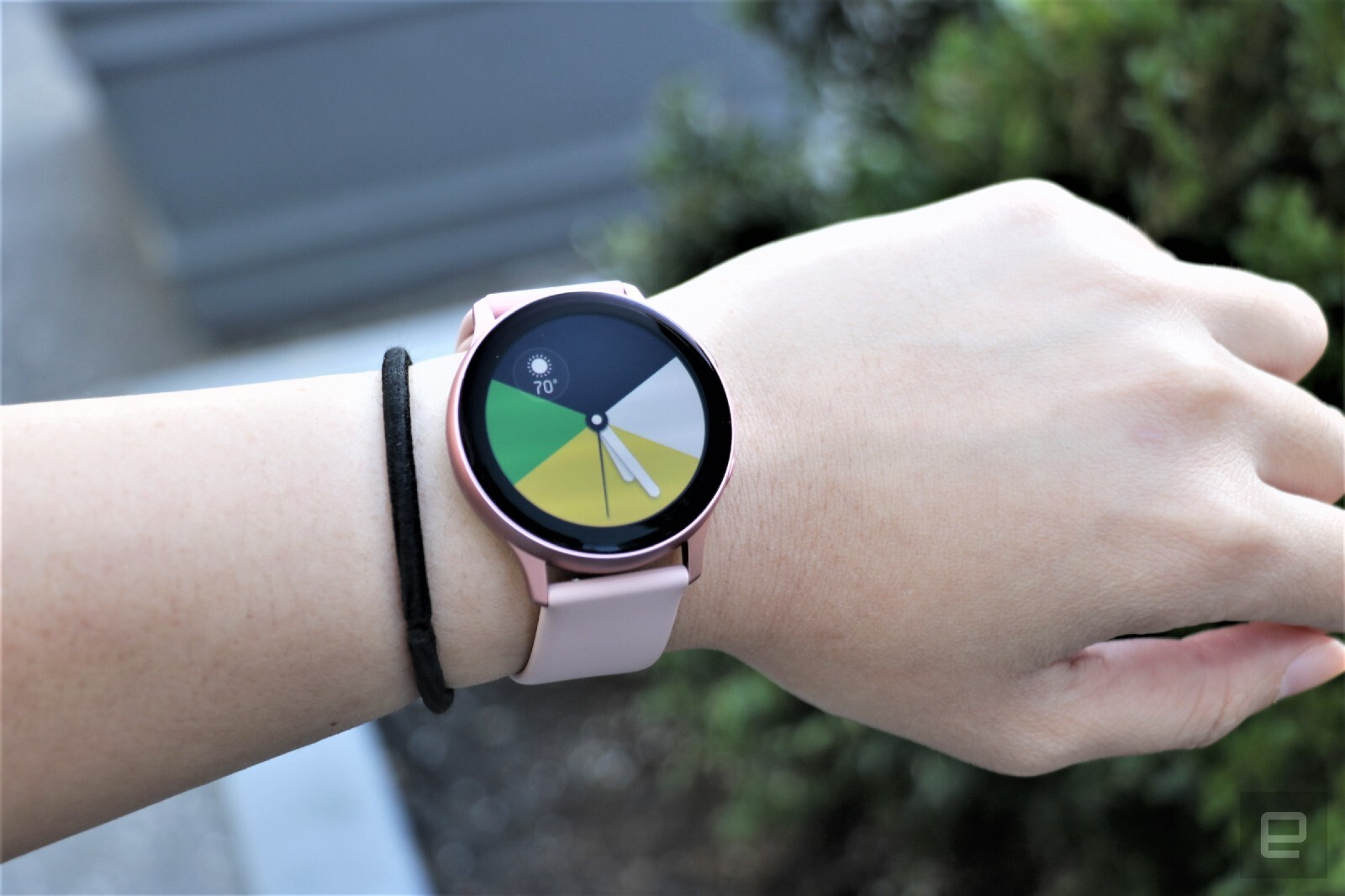 Samsung Galaxy Watch Active 2 review: powerful mid-range smartwatch - VnReview