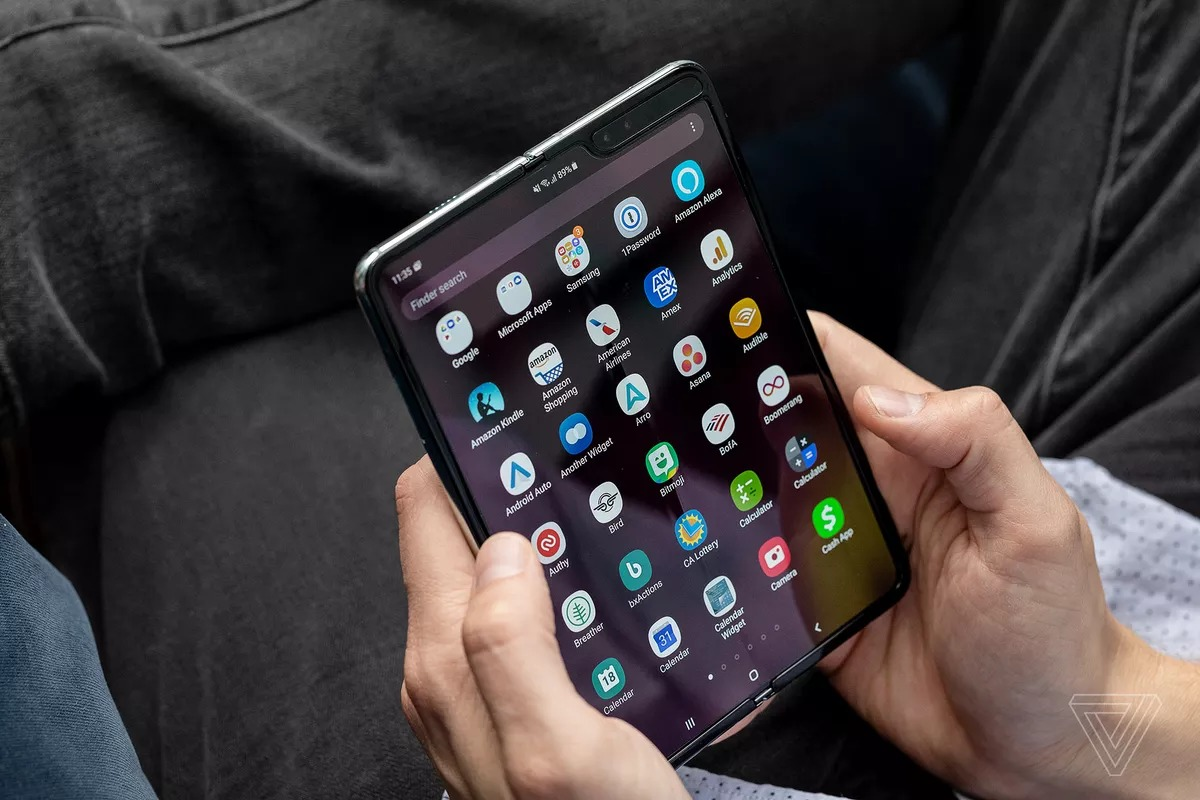 Sforum - Akrales_190418_3377_0427.0 This is how Samsung changed on the Galaxy Fold after it was re-released.